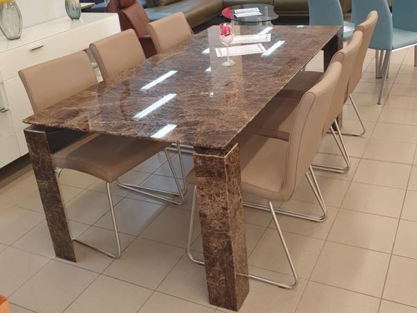 Tisch 11