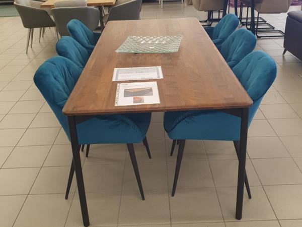 Tisch 15