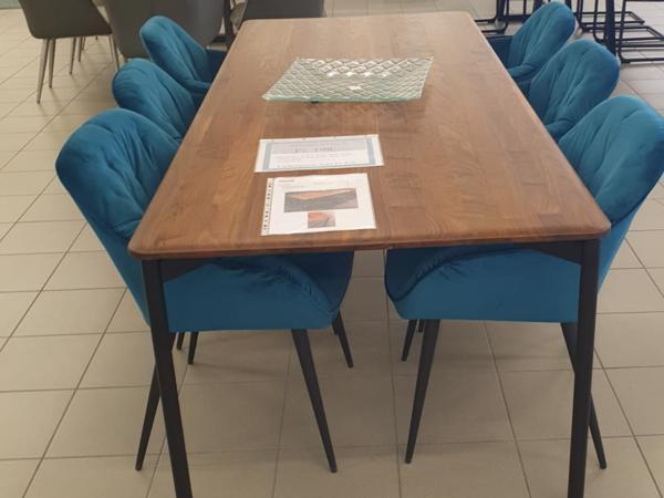 Tisch 21