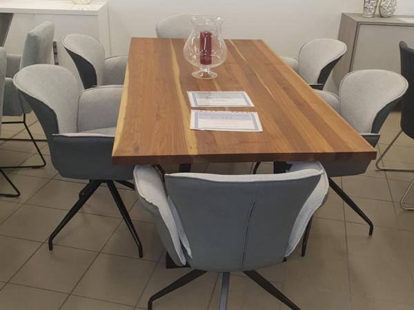 Tisch 23