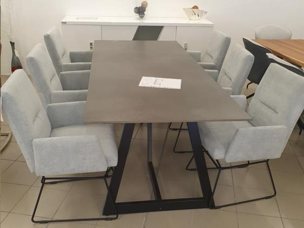 Tisch 25