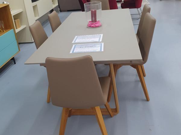 Tisch 28
