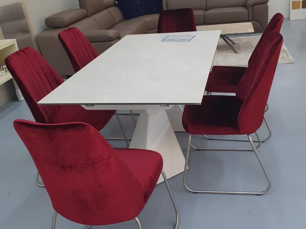 Tisch 33